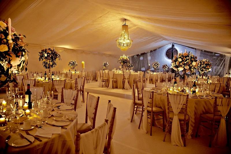 Cosy Christmas Weddings
